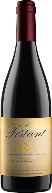 Mountains Grand Reserve Pinot Noir bottle
